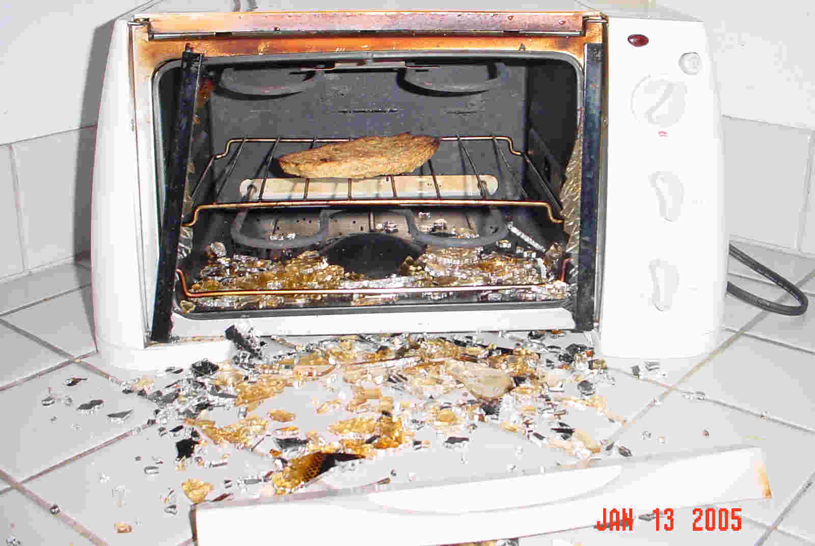 Concealed Cabinet Warning The Toastmaster Brand Toaster Oven That Comes  With A Non Stick Removable Insert